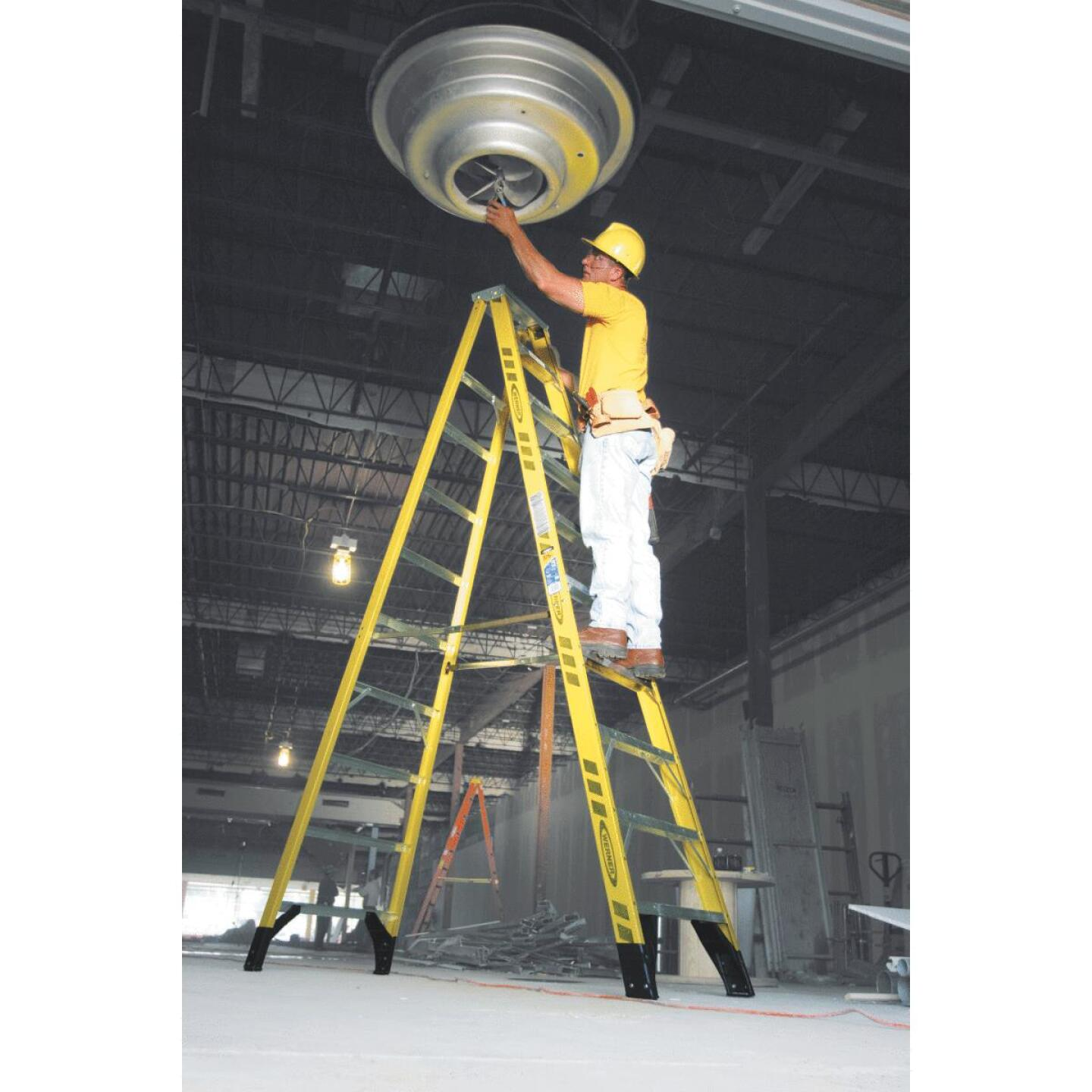 Werner 10 Ft. Fiberglass Step Ladder with 375 Lb. Load Capacity Type IAA Ladder Rating Image 2